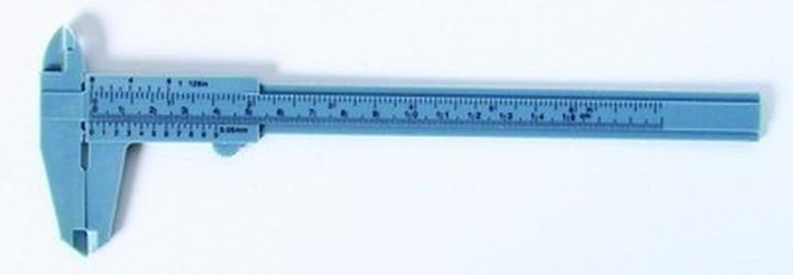 posuvka plastová 150/0,1mm Hobby